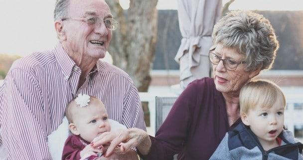 abuelos y sus nietos